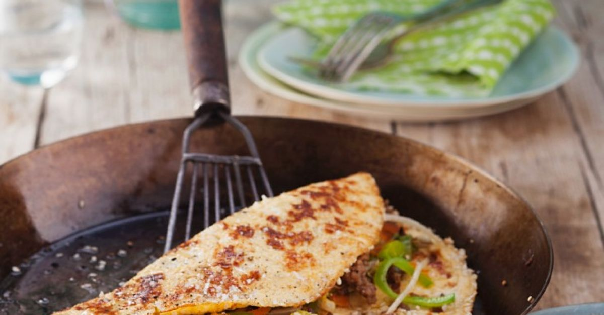 asiatisches omelett mit sesam rezept eat smarter. Black Bedroom Furniture Sets. Home Design Ideas