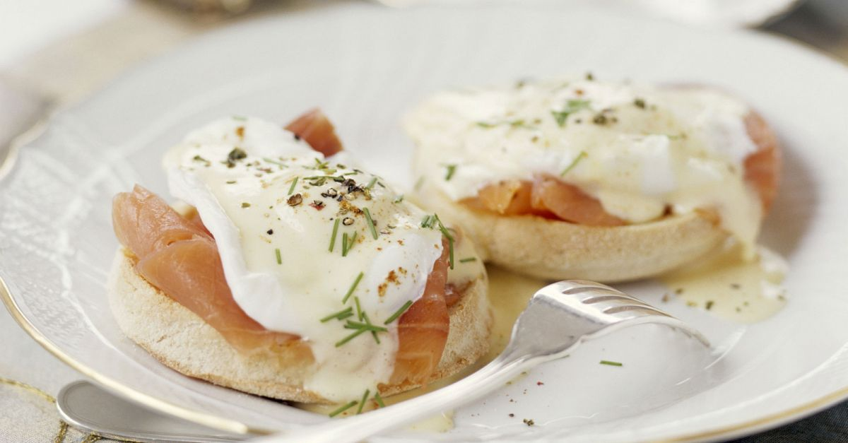 eier benedict mit ger uchertem lachs rezept eat smarter. Black Bedroom Furniture Sets. Home Design Ideas