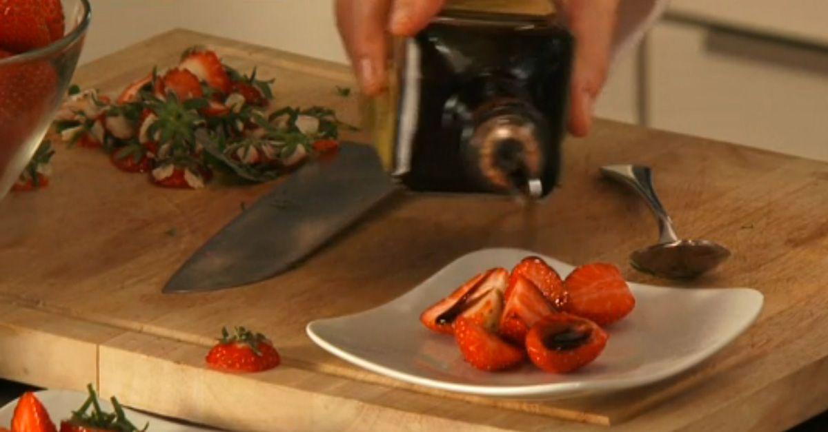 Anrichten  Erdbeeren raffiniert anrichten | EAT SMARTER