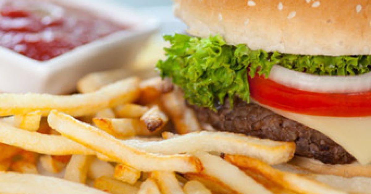 Fast Food: unkompliziert, aber ohne Nährstoffe   EAT SMARTER