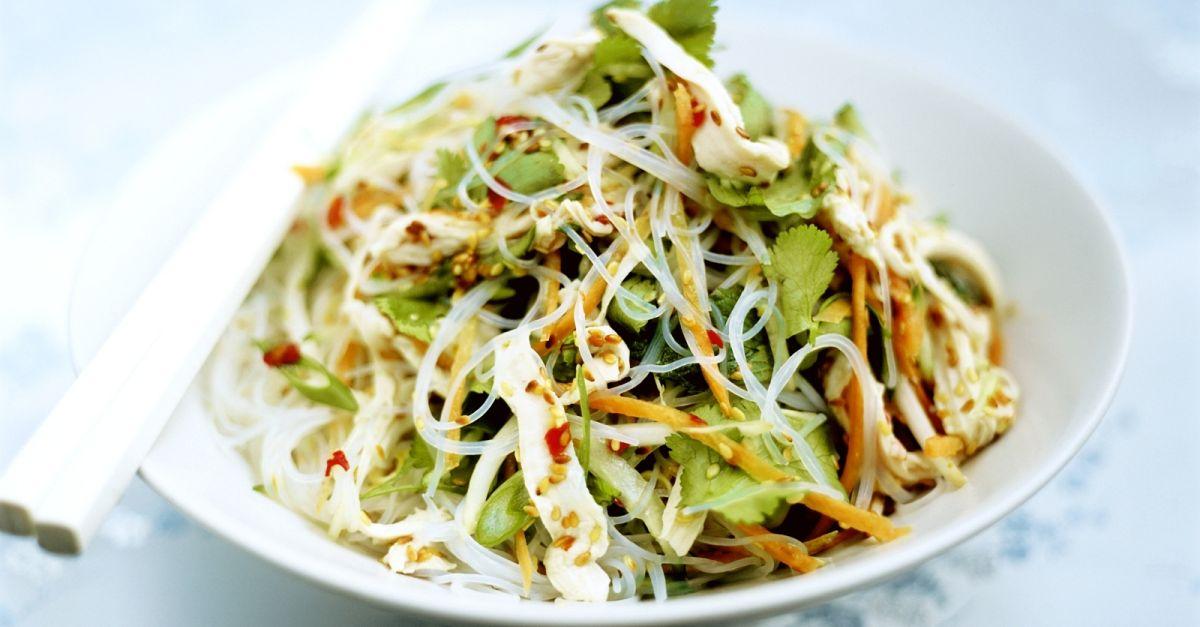 feuriger glasnudel h hnchen salat mit koriander rezept eat smarter. Black Bedroom Furniture Sets. Home Design Ideas