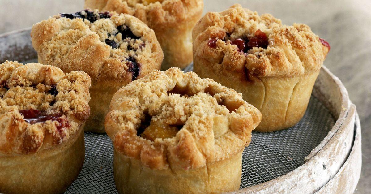 frucht muffins mit streuseln rezept eat smarter. Black Bedroom Furniture Sets. Home Design Ideas