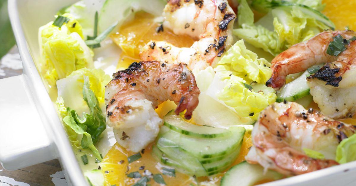Garnelen auf Gurken-Orangen-Salat