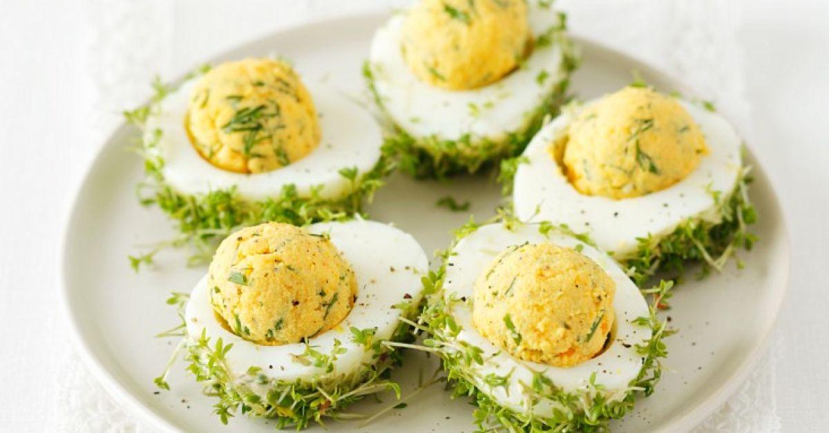Gefüllte Eier mit Kresse