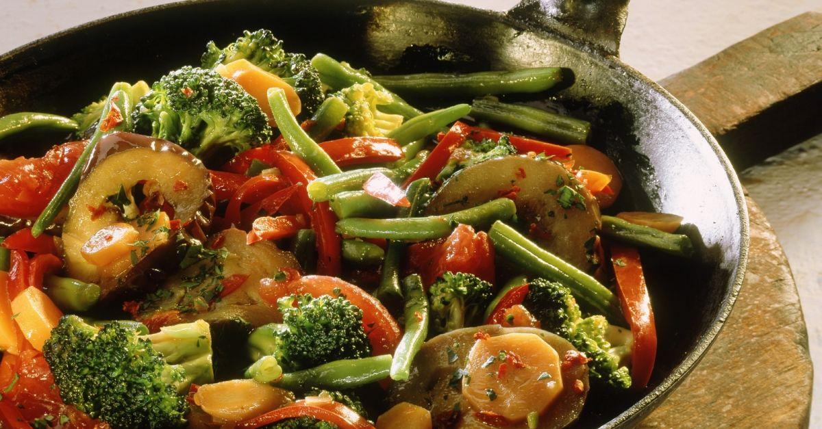 gem sepfanne mit brokkoli und auberginen rezept eat smarter. Black Bedroom Furniture Sets. Home Design Ideas