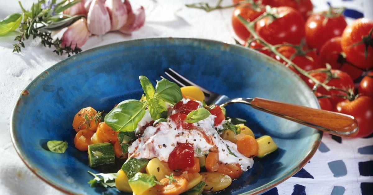 Gemüsepfanne mit Kartoffeln und Ricotta Rezept | EAT SMARTER