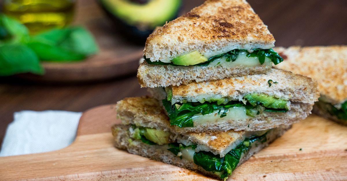 Grilled Cheese Sandwich mit Avocado und Spinat Rezept | EAT SMARTER
