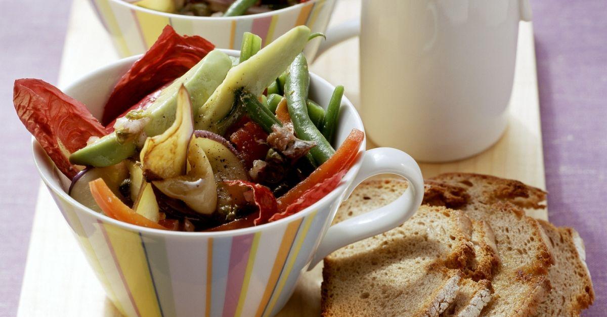 gr ne bohnen salat mit auberginen und kapern rezept eat smarter. Black Bedroom Furniture Sets. Home Design Ideas
