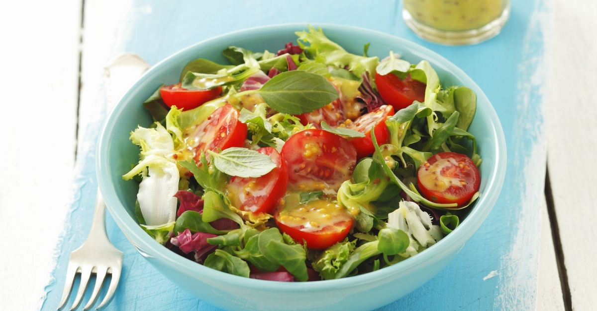 gr ner salat mit tomaten und senf honig vinaigrette rezept eat smarter. Black Bedroom Furniture Sets. Home Design Ideas