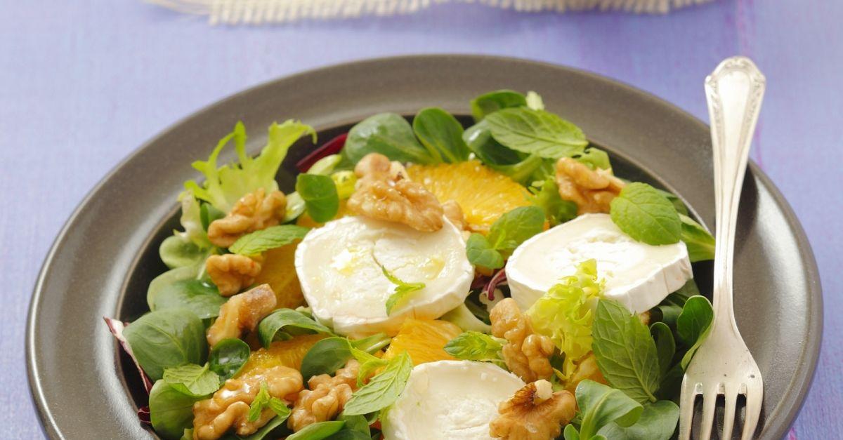 Grüner Salat mit Ziegenkäse, Orangen und Walnüssen Rezept   EAT SMARTER