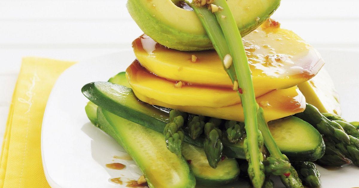 gurken avocado salat mit mango und spargel dazu asiatisches vinaigrette rezept eat smarter. Black Bedroom Furniture Sets. Home Design Ideas