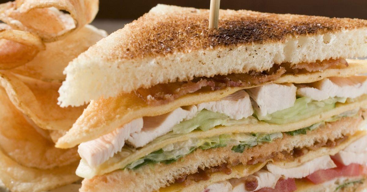 h hnchen clubsandwich mit chips rezept eat smarter. Black Bedroom Furniture Sets. Home Design Ideas