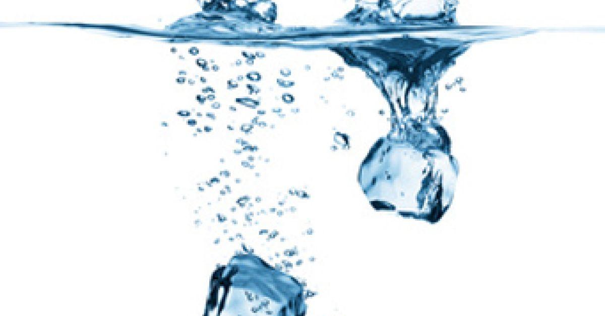Verursachen kalte Getränke Schluckauf? | EAT SMARTER