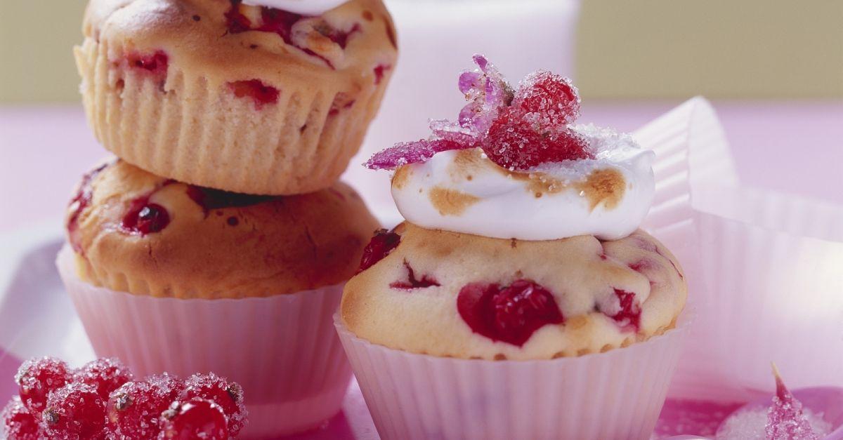 johannisbeer baiser muffins rezept eat smarter. Black Bedroom Furniture Sets. Home Design Ideas