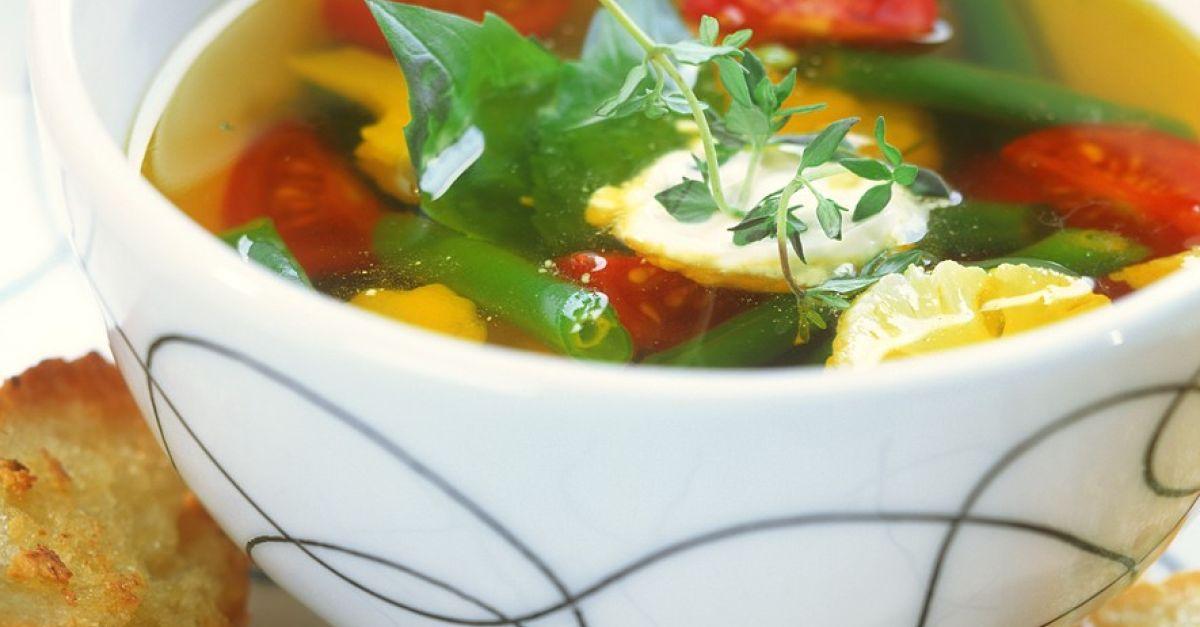 klare suppe mit gem se und aioli rezept eat smarter. Black Bedroom Furniture Sets. Home Design Ideas