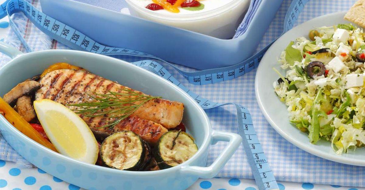 lachsfilet mit gem se und salat rezept eat smarter. Black Bedroom Furniture Sets. Home Design Ideas