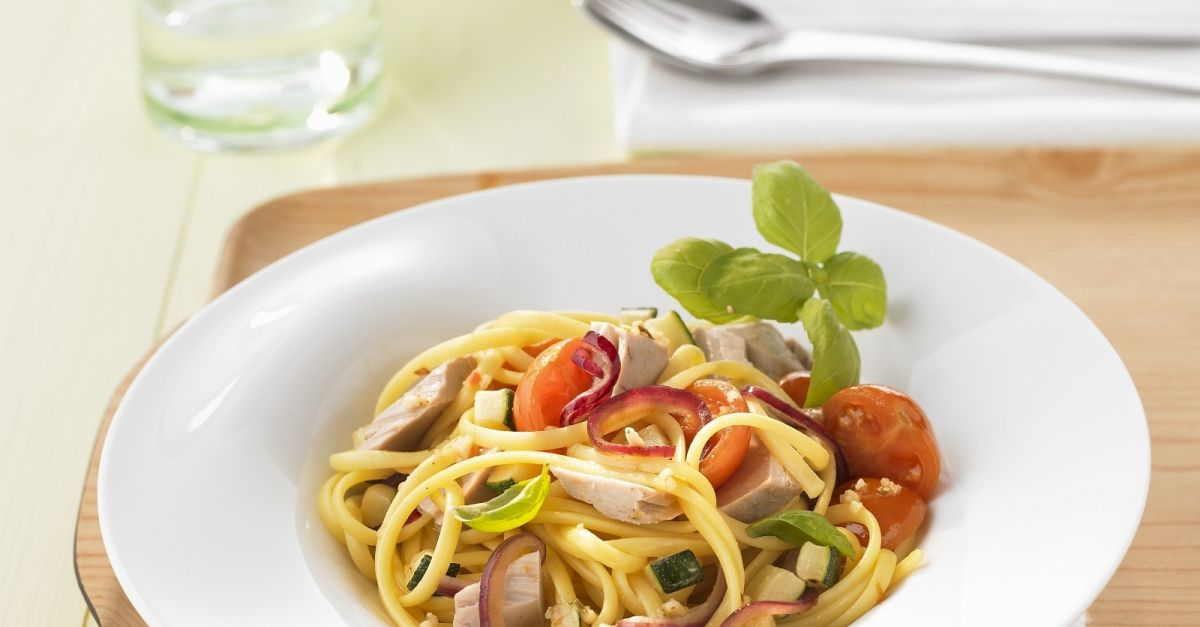 pasta mit gem se und thunfisch rezept eat smarter. Black Bedroom Furniture Sets. Home Design Ideas