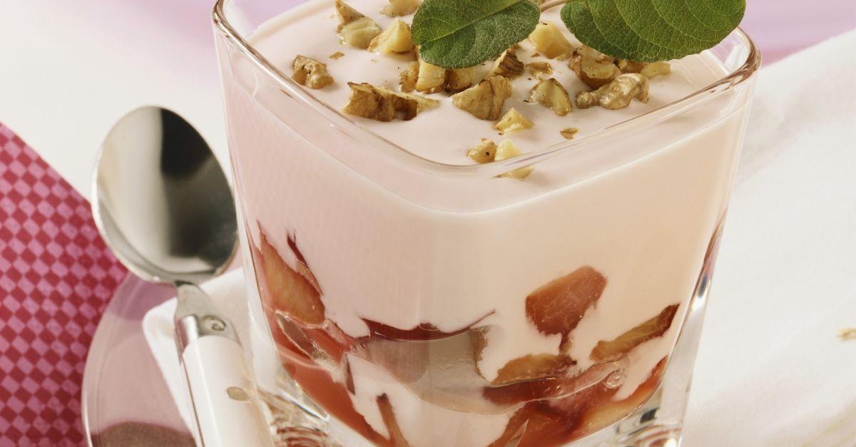 pflaumenjoghurt mit n ssen rezept eat smarter. Black Bedroom Furniture Sets. Home Design Ideas