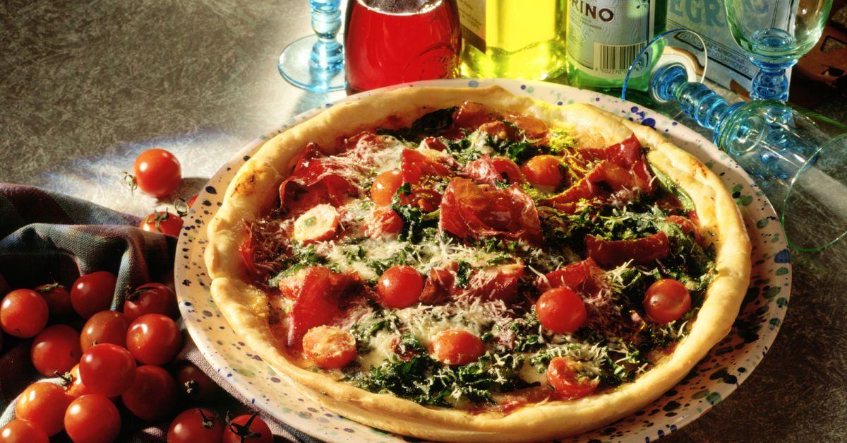 Pizza mit Rauke und Bündner Fleisch Rezept | EAT SMARTER
