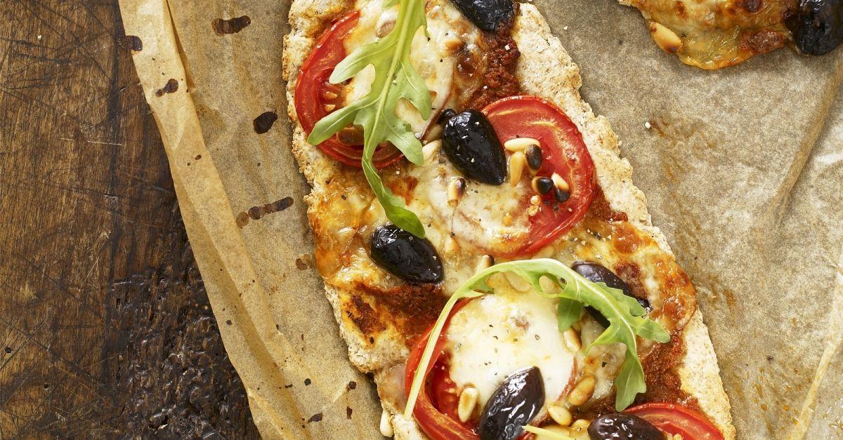 pizza mit tomaten und rucola rezept eat smarter. Black Bedroom Furniture Sets. Home Design Ideas