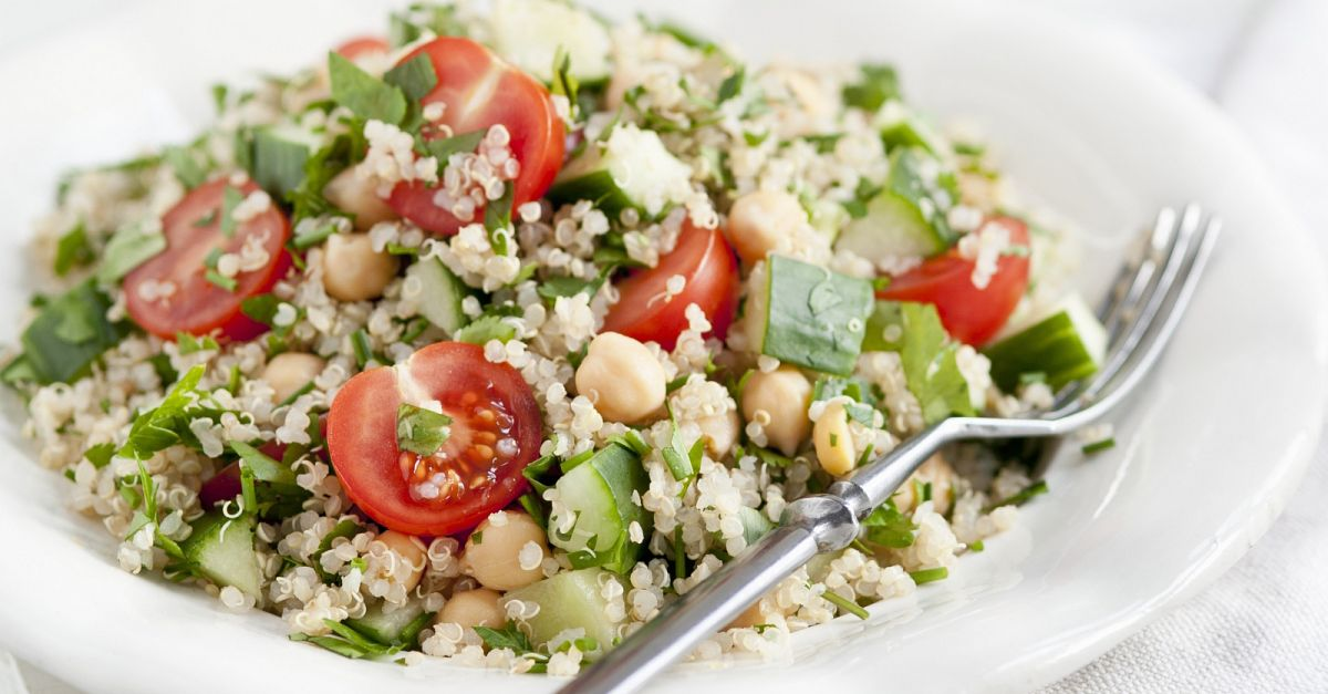 quinoa tomaten salat mit kichererbsen rezept eat smarter. Black Bedroom Furniture Sets. Home Design Ideas