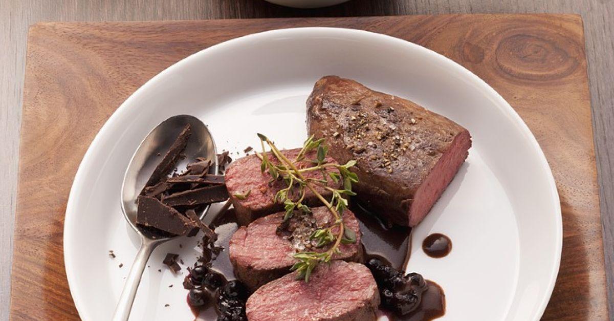 rehbraten mit kr ftiger sauce rezept eat smarter. Black Bedroom Furniture Sets. Home Design Ideas