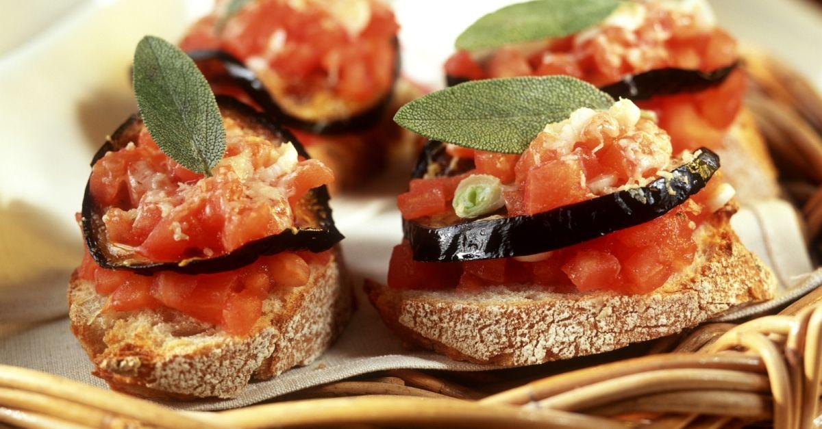 r stbrot mit tomate und aubergine rezept eat smarter. Black Bedroom Furniture Sets. Home Design Ideas