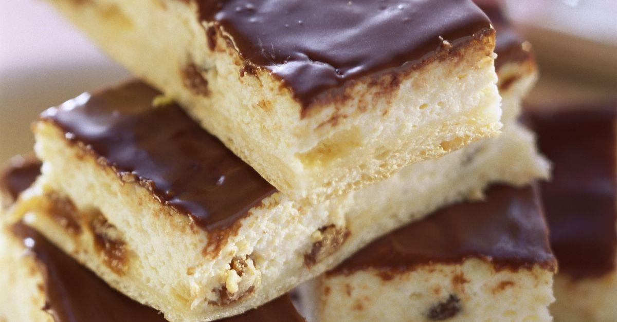 Rosinen Quark Kuchen Mit Schokoladenglasur Rezept Eat Smarter