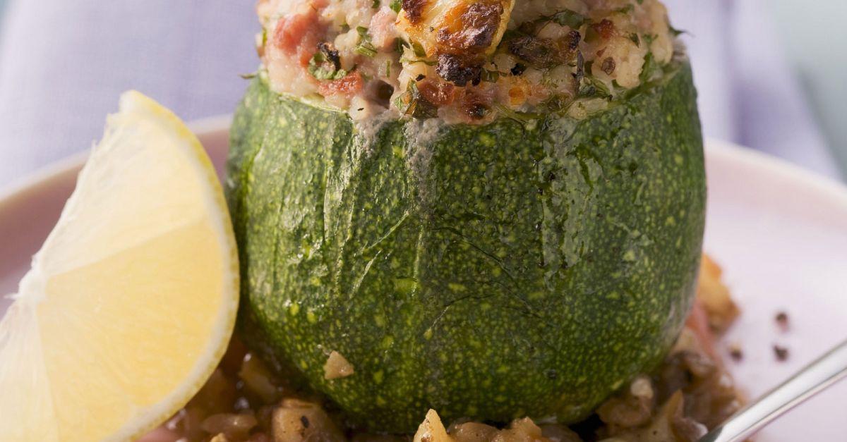 runde zucchini gef llt mit hackfleisch und bulgur rezept eat smarter. Black Bedroom Furniture Sets. Home Design Ideas