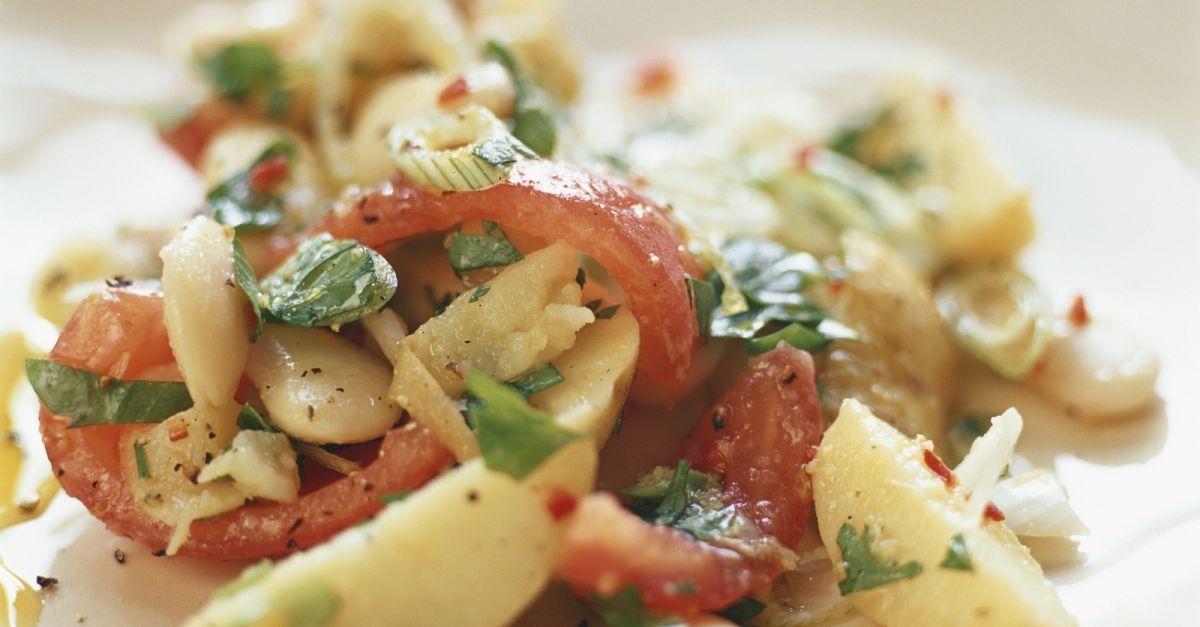salat aus wei en bohnen kartoffeln und tomaten rezept eat smarter. Black Bedroom Furniture Sets. Home Design Ideas