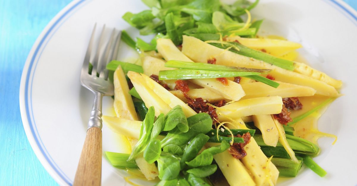 salat mit pastinaken porree rapunzel und getrockneten tomaten rezept eat smarter. Black Bedroom Furniture Sets. Home Design Ideas