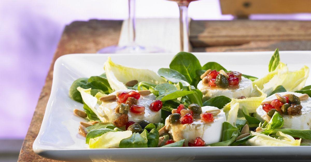 salat mit ziegenk se und granatapfel dressing rezept eat smarter. Black Bedroom Furniture Sets. Home Design Ideas