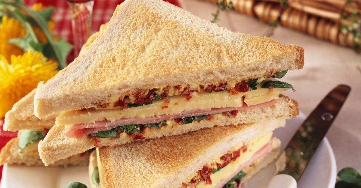 sandwich mit schinken k se und tomatenbutter rezept eat smarter. Black Bedroom Furniture Sets. Home Design Ideas
