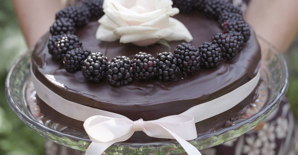 schokotorte mit brombeeren rezept eat smarter. Black Bedroom Furniture Sets. Home Design Ideas