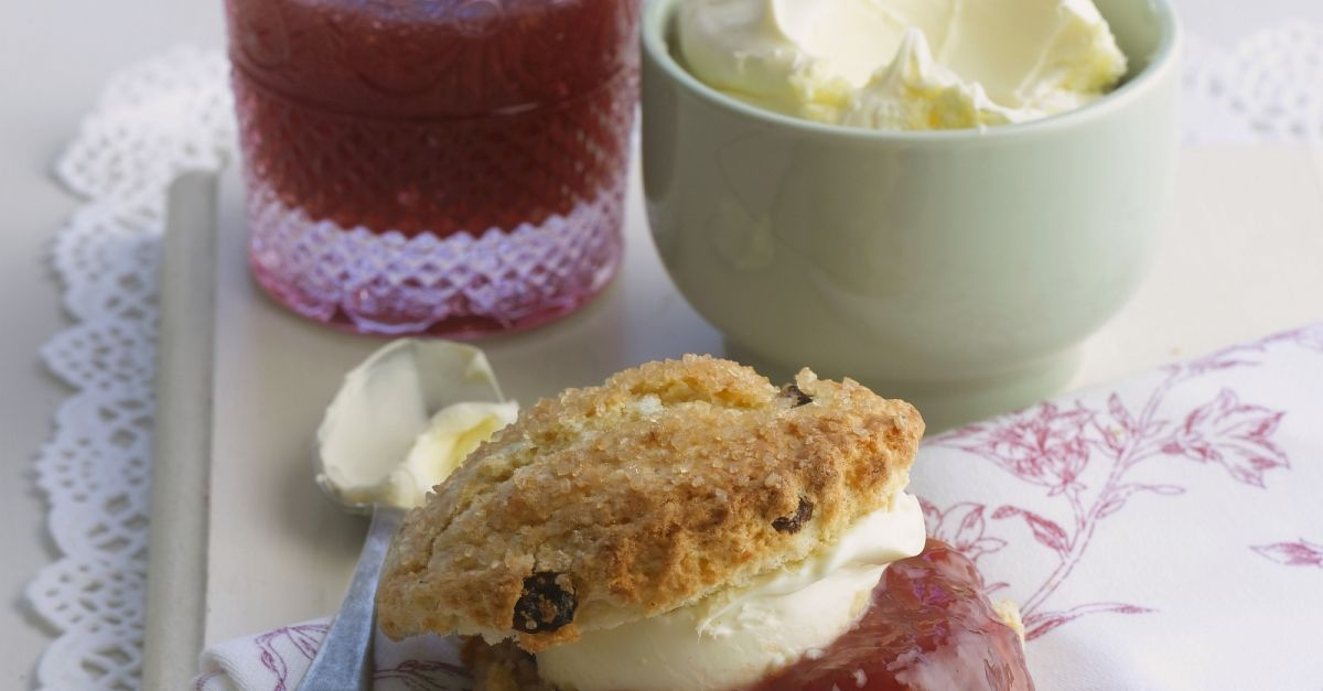 scone mit clotted cream und konfit re rezept eat smarter. Black Bedroom Furniture Sets. Home Design Ideas