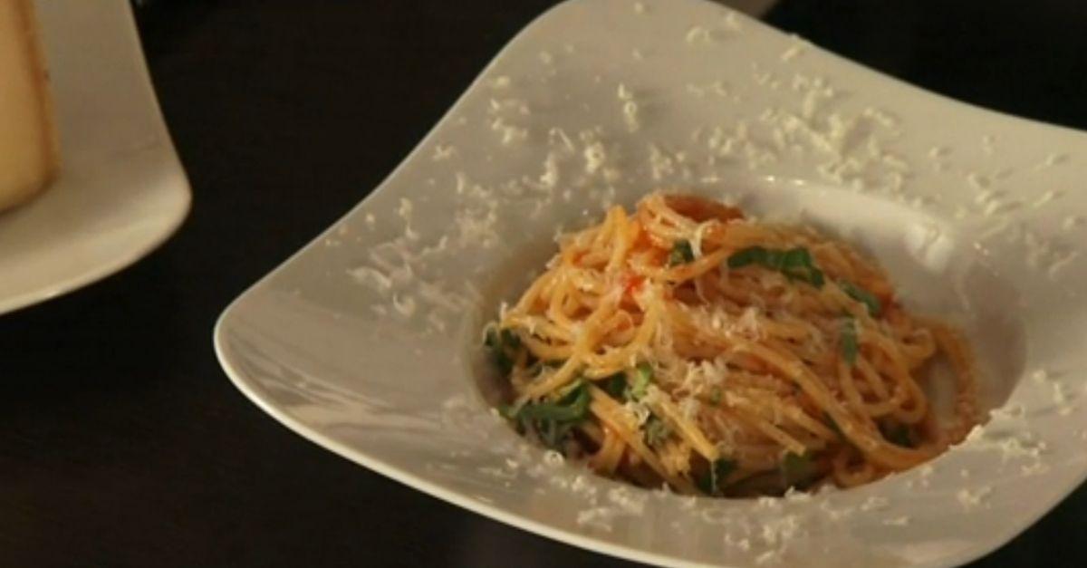 Anrichten  Spaghetti perfekt anrichten | EAT SMARTER