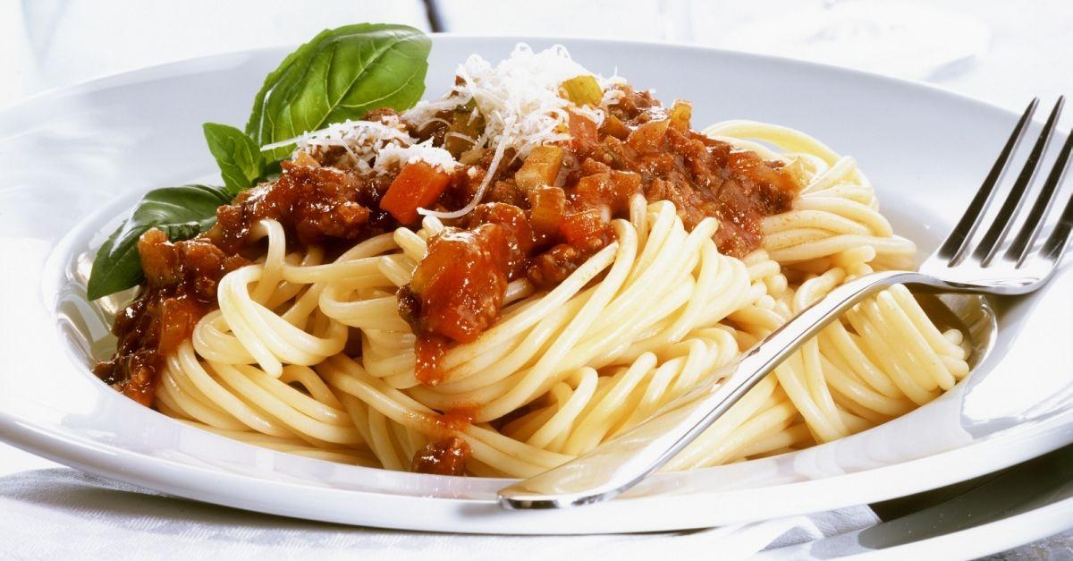 spaghetti mit bolognese rezept eat smarter. Black Bedroom Furniture Sets. Home Design Ideas