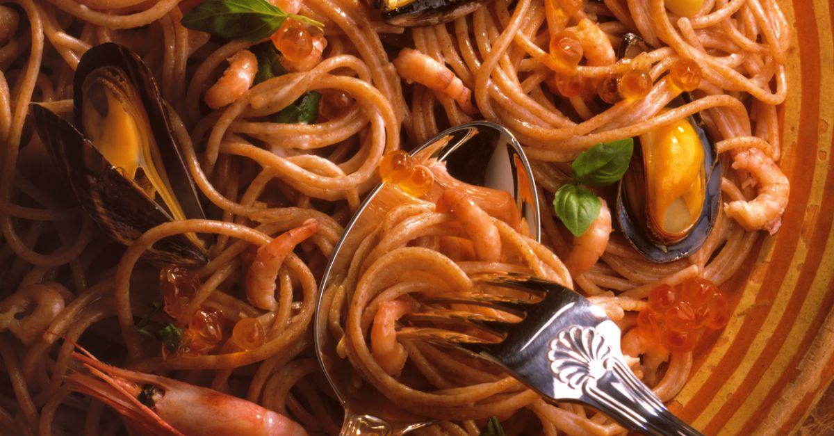 spaghetti mit meeresfr chten und keta kaviar rezept eat smarter. Black Bedroom Furniture Sets. Home Design Ideas