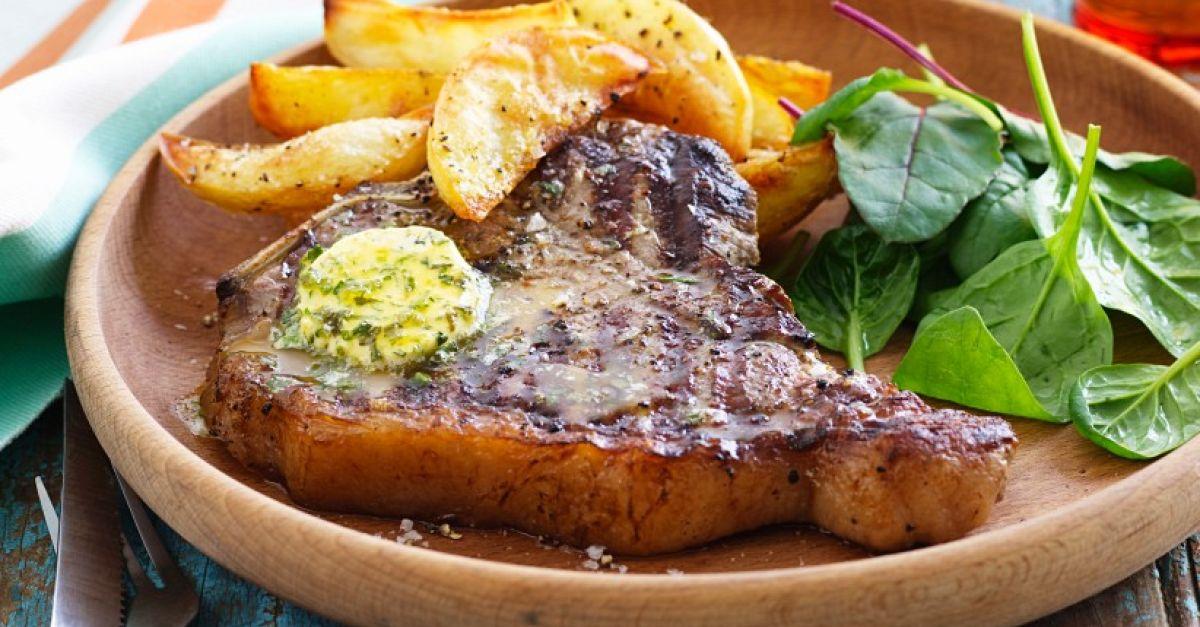 steak mit kartoffeln und kr uterbutter rezept eat smarter. Black Bedroom Furniture Sets. Home Design Ideas