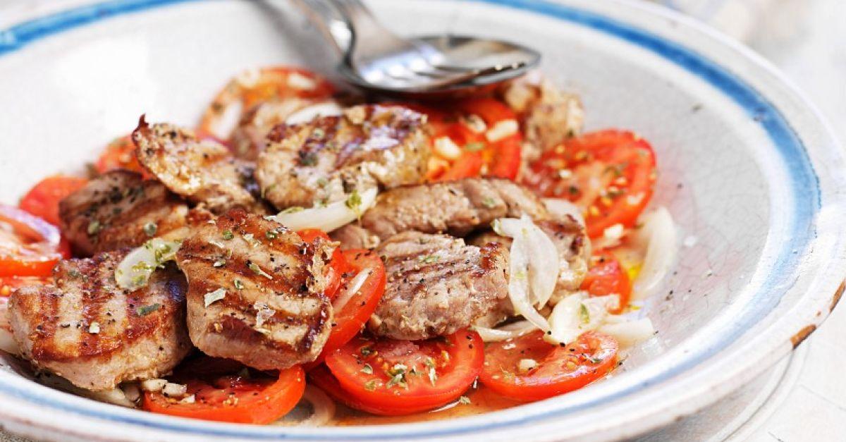 Sommergerichte Mit Schweinefleisch : Tomatensalat mit schweinefleisch vom grill rezept eat smarter