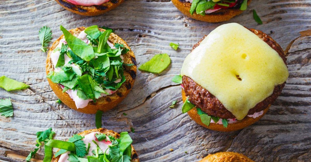 wild burger mit kr utern rezept eat smarter. Black Bedroom Furniture Sets. Home Design Ideas