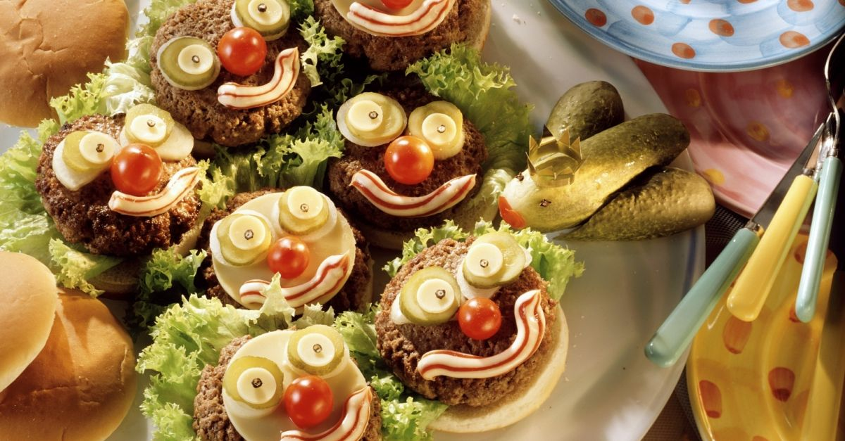 Witzige Kinder Hamburger Mit Gurkenfrosch Rezept Eat Smarter