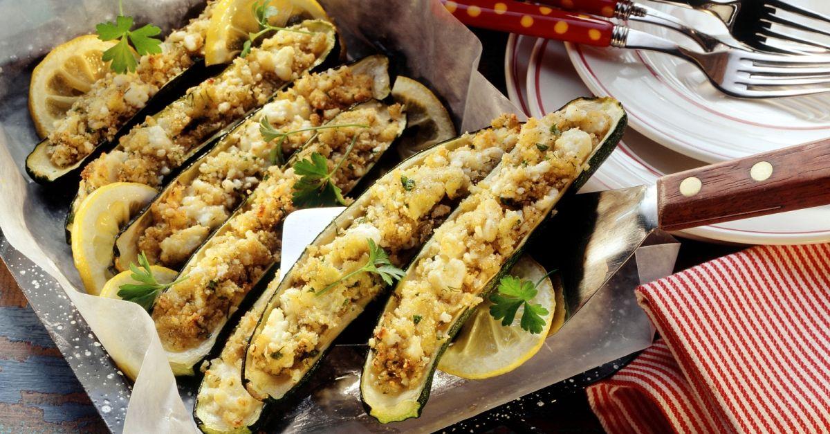 Zucchini mit Bulgur-Feta-Füllung