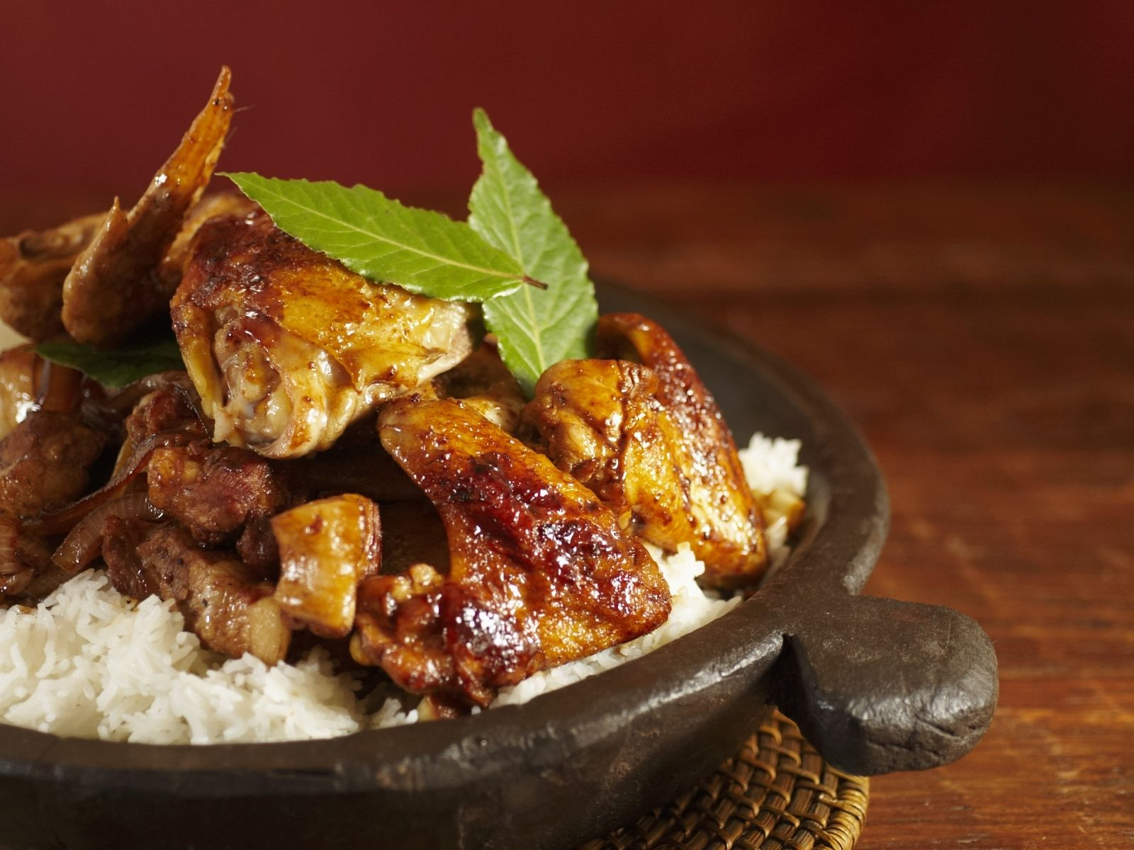 Adobo: Huhn und Schwein mit Reis (Philippinisches Nationalgericht ...