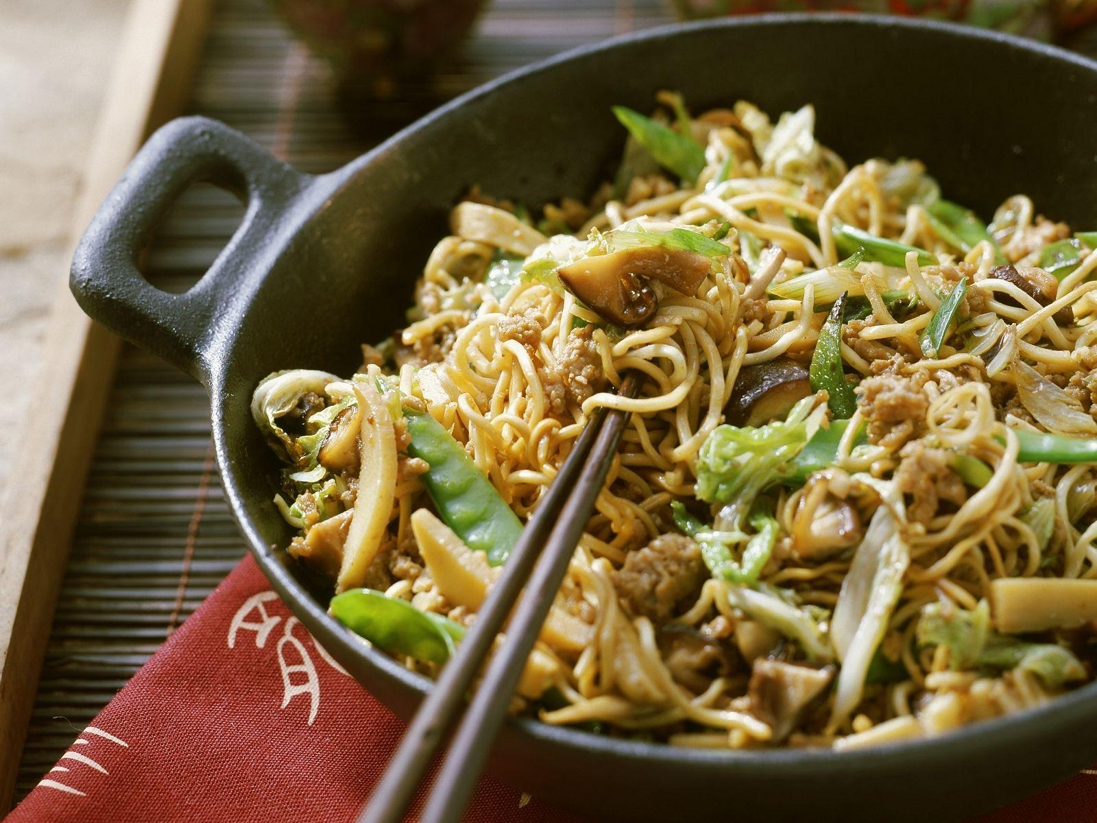 Asia Nudeln Mit Gemuse Und Hackfleisch Rezept Eat Smarter