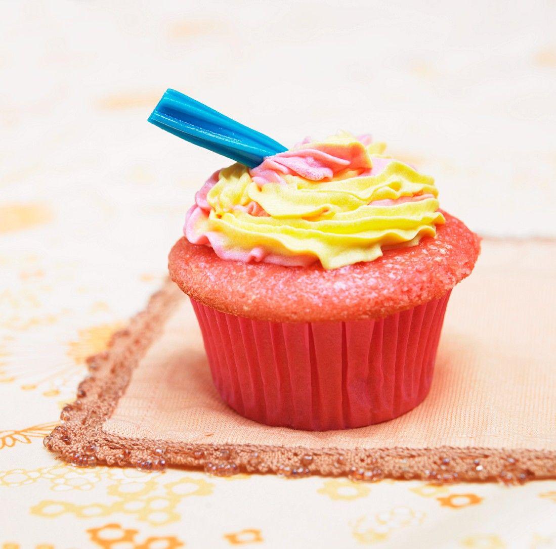 Bunte Cupcakes mit Frosting Rezept | EAT SMARTER