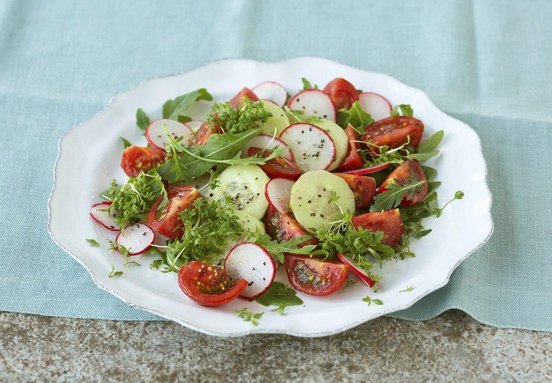 Bunter salat mit radieschen