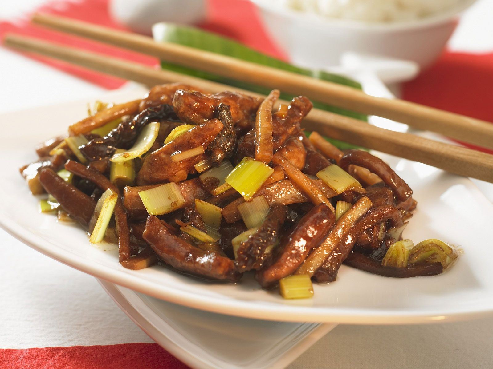 Chinesische Schweinefleischpfanne mit Morcheln und Porree Rezept ...