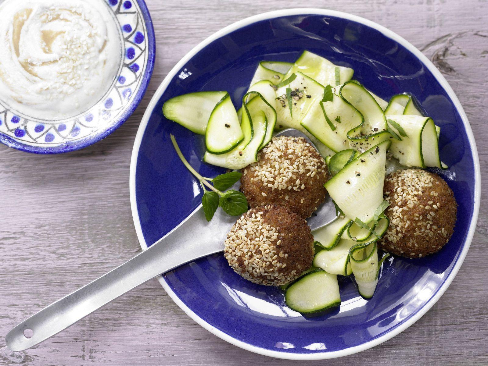 Falafel Mit Sesam Joghurt Dip Rezept Eat Smarter