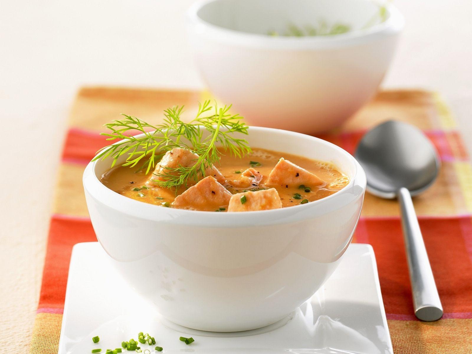 Lachssuppe auf kalifornische Art Rezept | EAT SMARTER